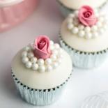 imagem-de-materia-do-casamentoclick-sobre-cupcakes-1357242314823_300x300